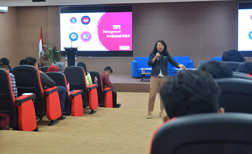 PERSIAPAN MEMASUKI DUNIA KERJA, UDINUS CAREER CENTER GELAR WORKSHOP