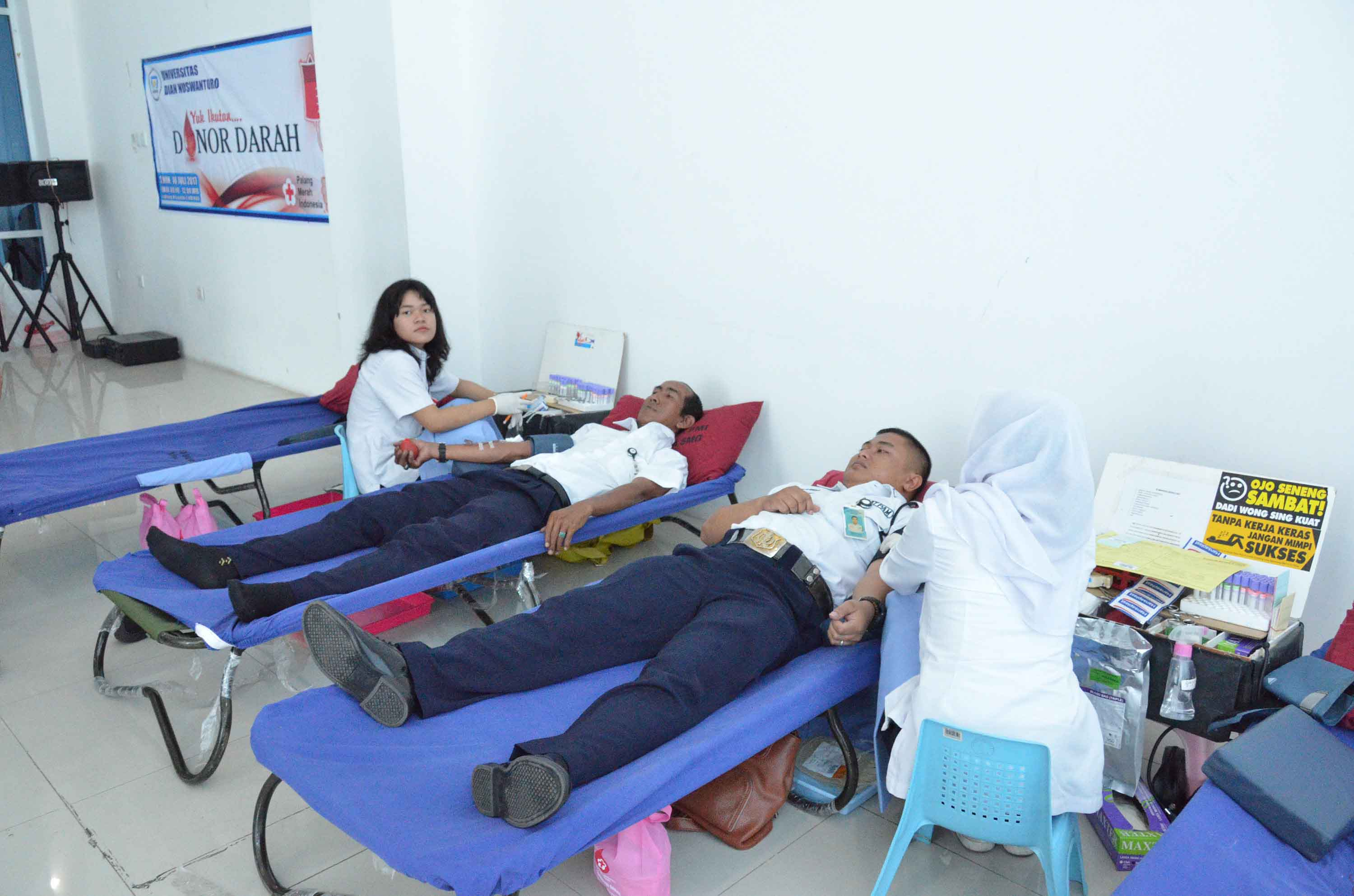 UDINUS HELD BLOOD DONATION TO HELP PMI INCREASING BLOOD STOCK