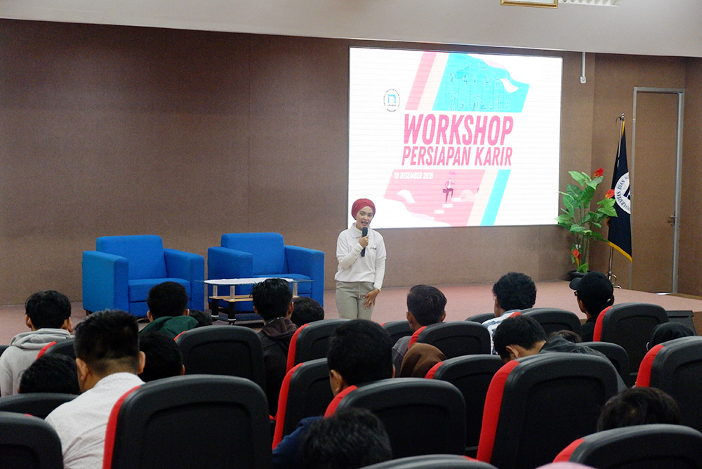 UDINUS CAREER CENTER BERIKAN WORKSHOP BAGI MAHASISWA AKHIR