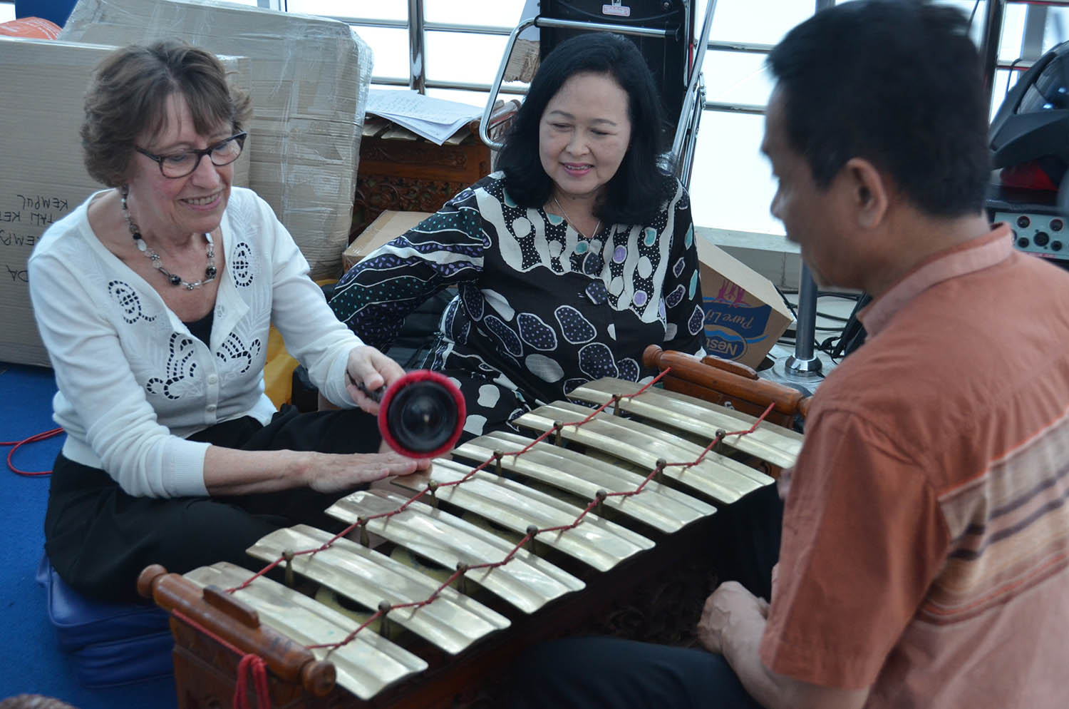 UDINUS INTRODUCES GAMELAN TO BELGIUM